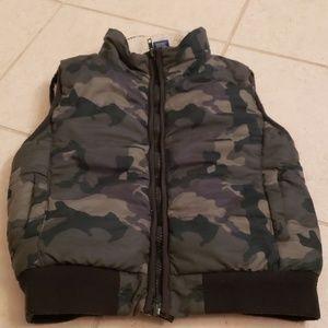 Arizona boys camo vest. Size XS(6/7).